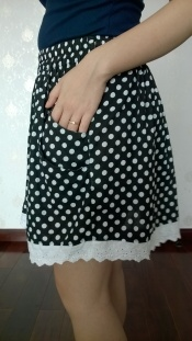 Petite skirt with lace and pocket